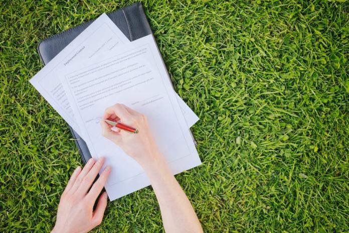 Как продлить договор аренды земли на новый срок?