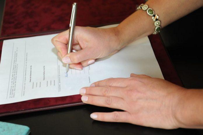 восхищении внести изменения в брачный договор снова обратился